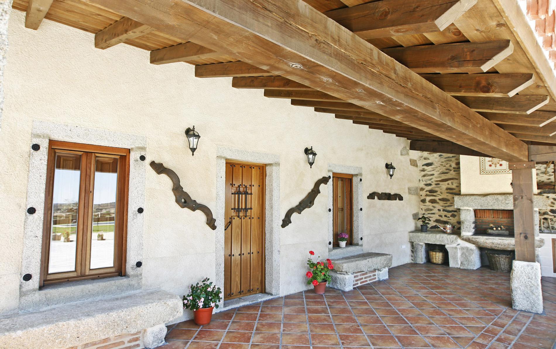 Casa rural i siega verde casa rural - Como decorar un porche abierto ...